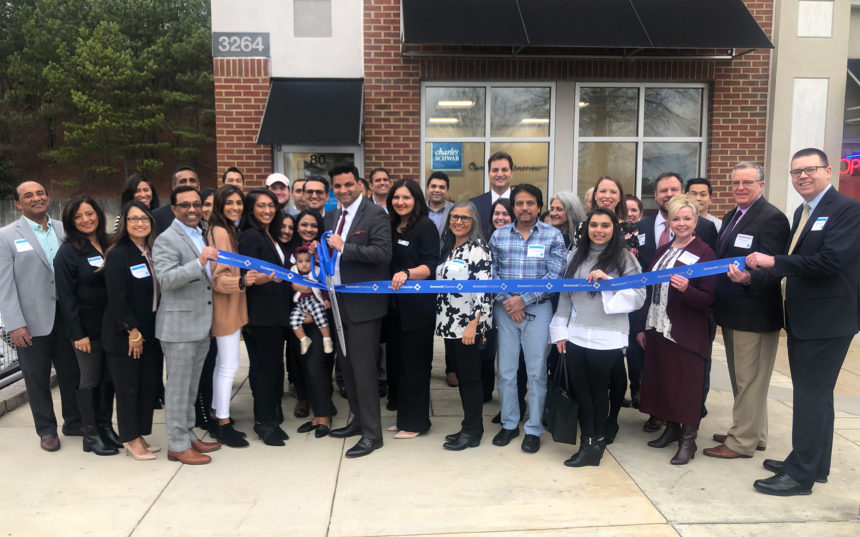 Charles Schwab celebrates ribbon cutting