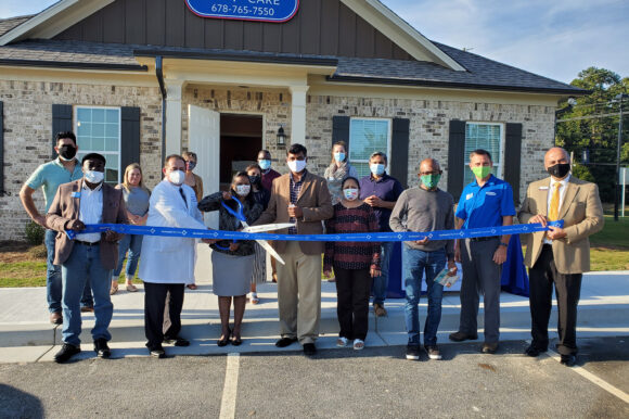Om Primary Care celebrates ribbon cutting